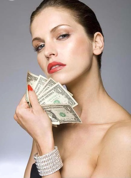 http://kaigaitoushi-jo.net/public_html/wp-content/uploads/2014/01/female_beauty_model_with_money_in_hand_12ha0016rf.jpg